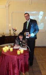 Poetka w towarzystwie wydawcy dra Dariusza Piotra Klimczaka